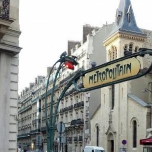 8 rue Bremontier to Left of Church