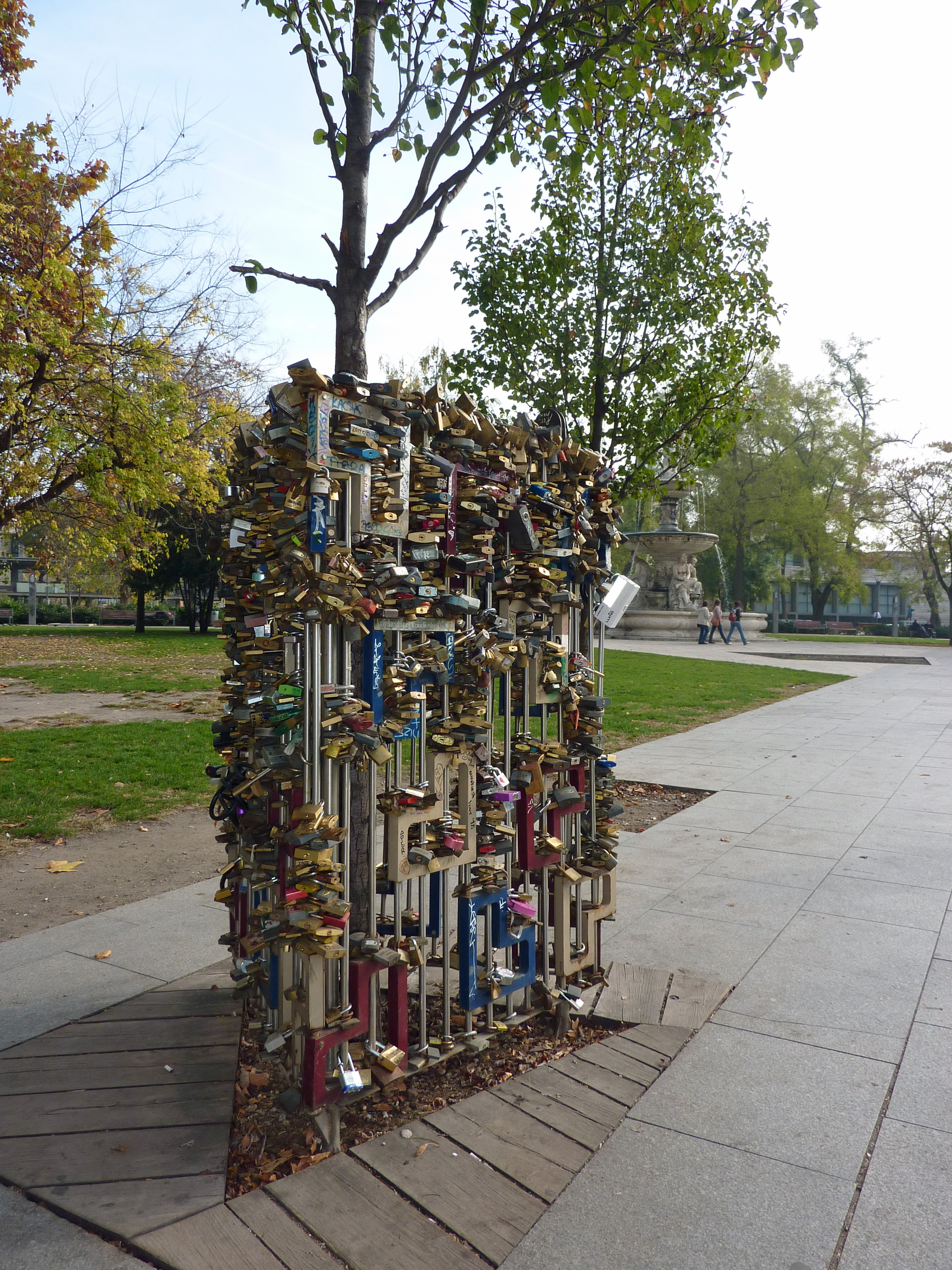 locks of love budapest