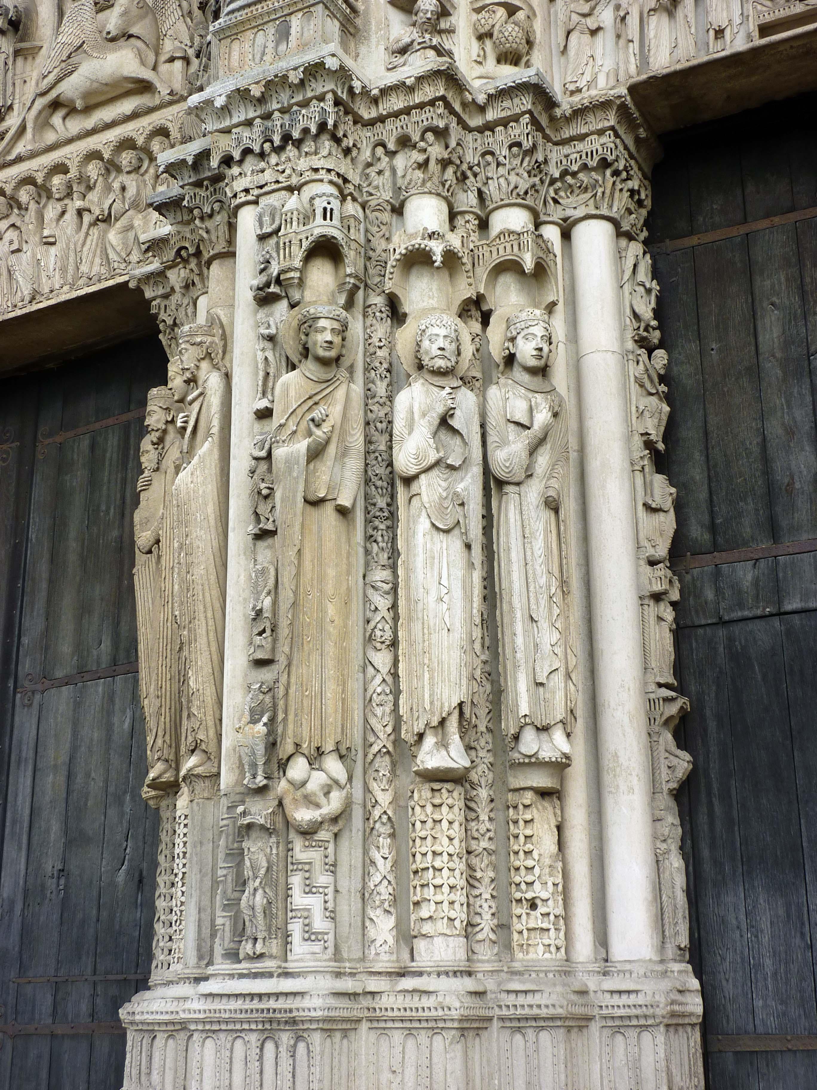 chartres columns