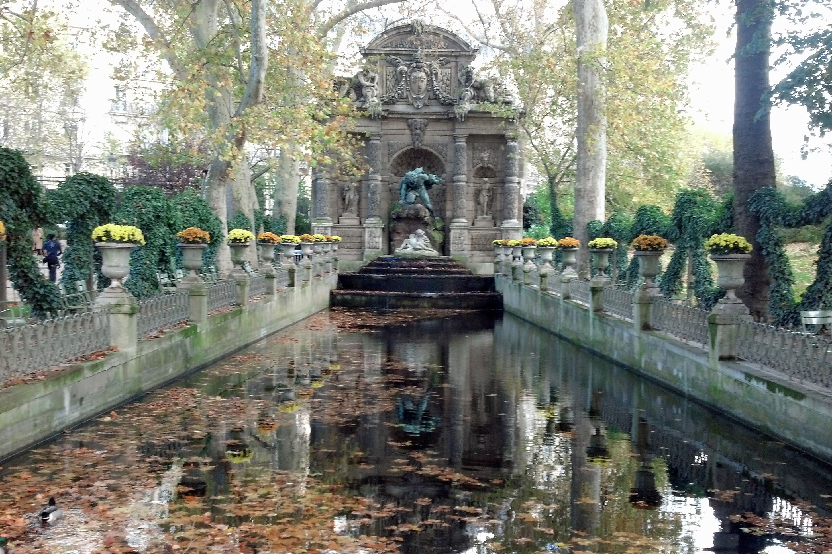 luxemburg gardens water